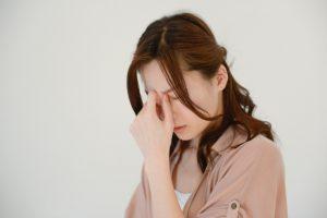 疲労を感じる女性
